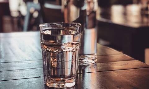 Πόσο νερό πρέπει να πίνεις κάθε μέρα