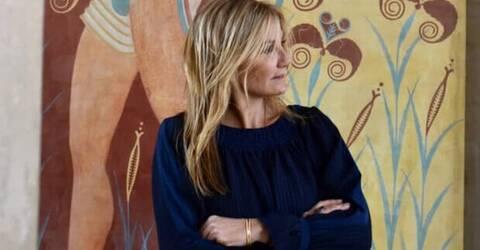 Η Μαρέβα Μητσοτάκη εντυπωσιάζει με το απαράμμιλο στιλ της στη Σαντορίνη