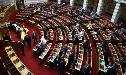 Κόντρα κυβέρνησης - ΣΥΡΙΖΑ για την λίστα με τα ποσά στα ΜΜΕ