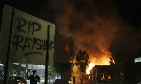 ΗΠΑ: Επεισόδια στην Ατλάντα μετά από ακόμα έναν θάνατο Αφροαμερικανού