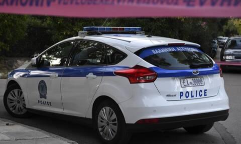 Θεσσαλονίκη: Αστυνομικοί έσωσαν… καναρίνι (pics)