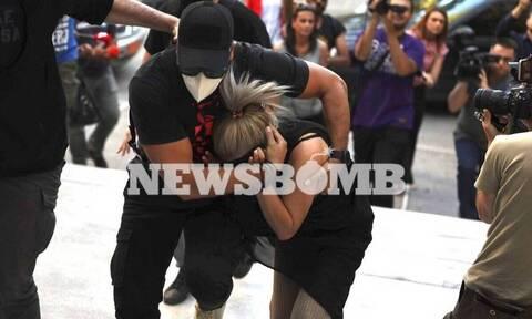 Βιτριόλι: Το κινητό και ο υπολογιστής «καίνε» την 35χρονη που αρνείται την επίθεση