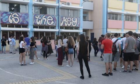 Πανελλήνιες 2020: «Πρεμιέρα» για τις Πανελλαδικές Εξετάσεις με Νεοελληνική Γλώσσα και Λογοτεχνία