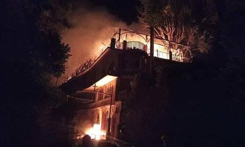 Φωκίδα: Καταστροφική πυρκαγιά στην Ιερά Μονή Βαρνάκοβας - Κάηκε η εικόνα της Παναγιάς