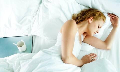 Αν κοιμάσαι έτσι δε θα αποκτήσεις ποτέ ρυτίδες