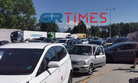 Άνοιξαν και τα χερσαία σύνορα: Ουρές οχημάτων στο τελωνείο Προμαχώνα (vids)
