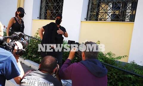 Βιτριόλι: Επιτέθηκαν στην 35χρονη στα δικαστήρια (vid)