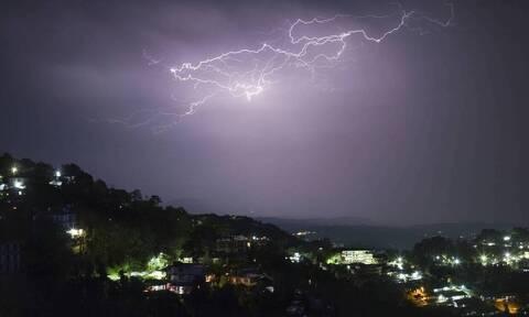 Καιρός: Ποιες περιοχές θα «χτυπήσουν» καταιγίδες το απόγευμα