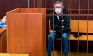 Адвокаты Ефремова объяснили его опьянение в день аварии смертью друга