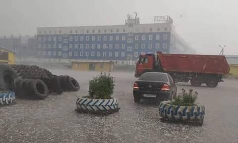 Τρομερή καταιγίδα από χαλάζι - Δεν φαντάζεστε τι έπαθε παρκαρισμένο αμάξι (vid)