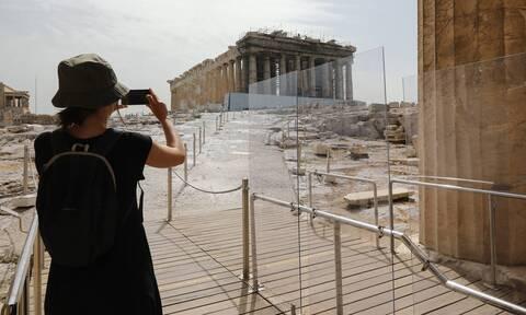 Bloomberg: Βελτιώνεται η φήμη της Ελλάδας από την επιτυχή διαχείριση του κορονοϊού