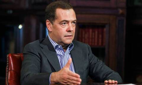 Медведев предупредил о риске деградации мировой экономики из-за новой вспышки пандемии