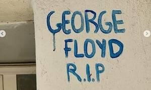Ραγίζει καρδιές! Εντυπωσιακό γκράφιτι για τον Φλόιντ στο Μεταξουργείο