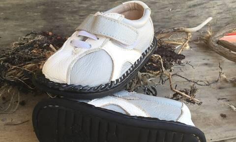 Παιδί πήγε να βάλει το παπούτσι του - «Πάγωσε» μόλις είδε τι ήταν μέσα (vid)