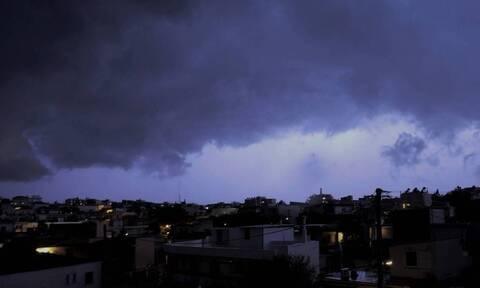 Καιρός: Απίστευτες εικόνες στη Δράμα - «Βροχή» κεραυνών! (pics)