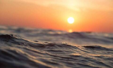 Τρόμος στο νερό: Έκανε ψαροντούφεκο και δέχθηκε επίθεση