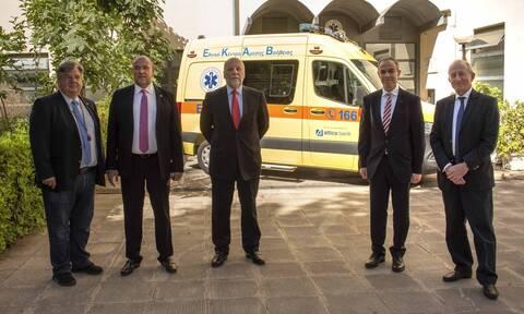 Attica Bank: Ευθύνη όλων μας η στήριξη του ΕΣΥ - Παρέδωσε στο ΕΚΑΒ ασθενοφόρο