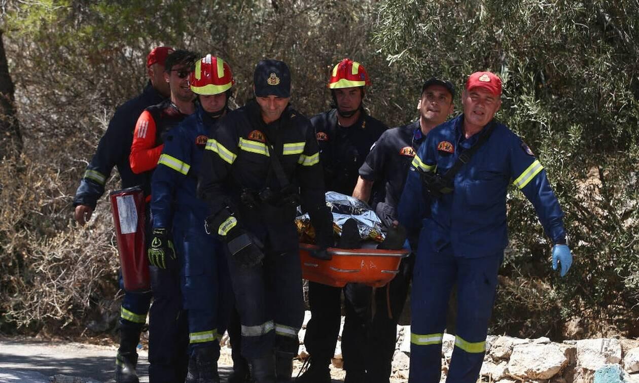 Τρία άτομα ανασύρθηκαν από φρεάτιο στο κέντρο της Αθήνας | mykosmos.gr