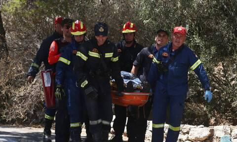 Τρία άτομα ανασύρθηκαν από φρεάτιο στο κέντρο της Αθήνας