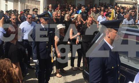 Σπαραγμός στην Κρήτη: Ράγισαν καρδιές στην κηδεία του 33χρονου σμηναγού