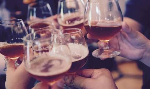 Κορονοϊός: Ποια μέτρα; Το αδιαχώρητο σε μπαρ και παραλίες (vid)
