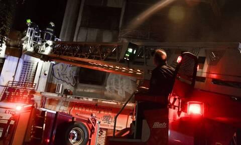 Ηράκλειο: Μεγάλη φωτιά σε κατάστημα και μάντρα αυτοκινήτων