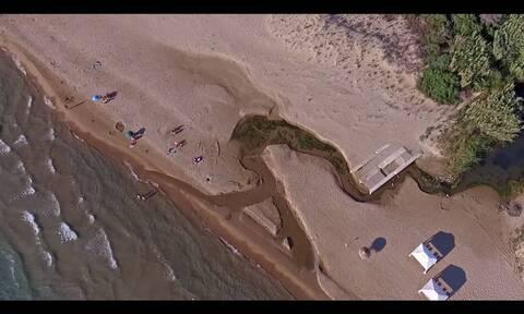 Η απέραντη παραλία της Κυλλήνης που θα σας μαγέψει (vid)