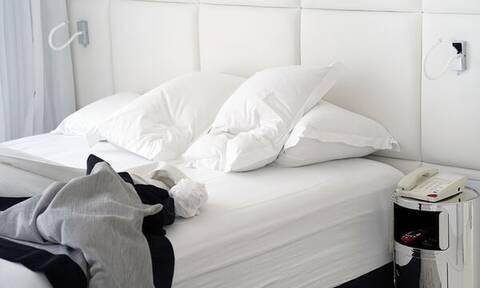 Καθαρίστε εύκολα το στρώμα του κρεβατιού με φυσικά καθαριστικά