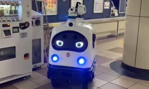 Κορονοϊός – Τόκιο: To ρομποτάκι που ψεκάζει κατά του Covid στο μετρό