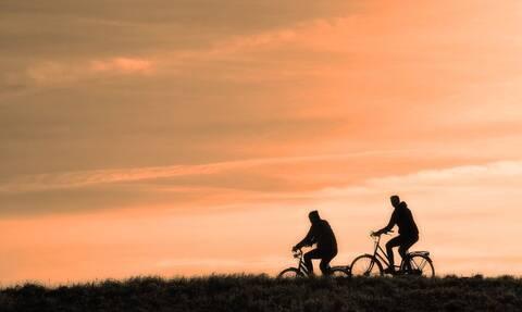 Τρόμος! Πήγαν για ποδήλατο – Δείτε τι τους όρμησε (pics)
