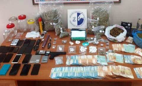 Εξαρθρώθηκε σπείρα διακίνησης ναρκωτικών που δρούσε σε Αττική και Τρίκαλα