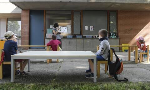Ιταλία - Ευρηματικές λύσεις για τη νέα σχολική χρονιά: Μαθήματα Σάββατο και εκτός αίθουσας