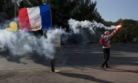 Γαλλία: Ποινή φυλάκισης σε αστυνομικό που χτύπησε με γκλοπ 62χρονη διαδηλώτρια