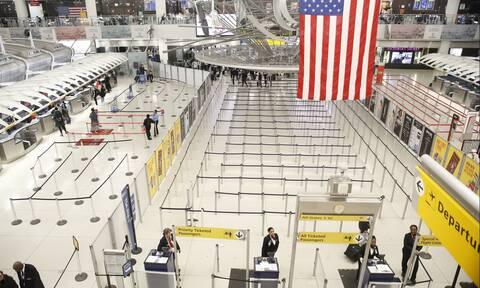 Κορονοϊός - NYT: H EE ενδέχεται να απαγορεύσει την είσοδο Αμερικανών ταξιδιωτών