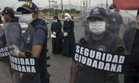 Κορονοϊός στο Περού: Πάνω 15.000 αστυνομικοί προσβλήθηκαν από COVID-19