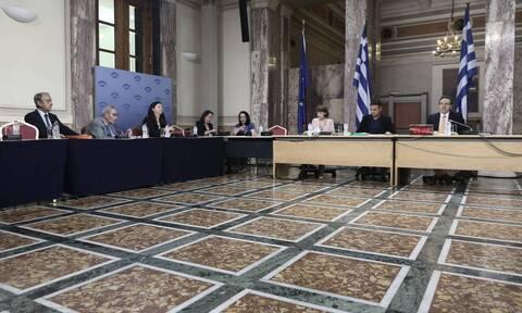 «Πόλεμος» Νέας Δημοκρατίας - ΣΥΡΙΖΑ και στο βάθος δεύτερο ηχητικό