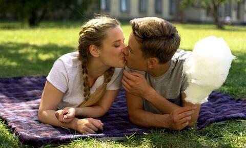Έφηβοι & πρώτη σεξουαλική επαφή: Όλα όσα πρέπει να γνωρίζετε