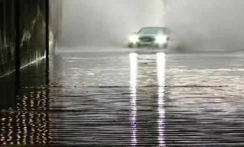 Δείτε ένα Audi Q7 να βουλιάζει στα νερά μιας πλημμύρας
