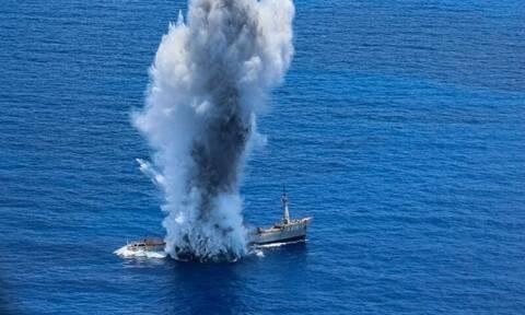 Υποβρύχιο βυθίζει πλοίο στο Αιγαίο - Συγκλονιστικές εικόνες από άσκηση του Π.Ν.