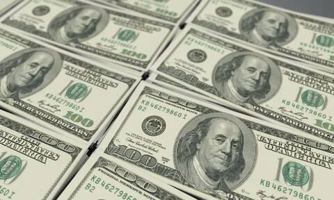 Σε μια νύχτα έγινε πλούσιος: Τι βρήκε θαμμένο και «πνίγηκε» στα λεφτά
