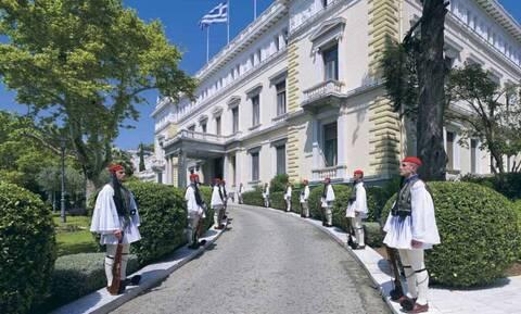 Χωρίς συζύγους η δεξίωση της 24ης Ιουλίου στο Προεδρικό Μέγαρο