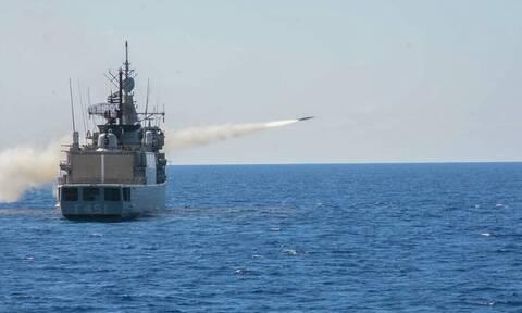 Πολεμικό Ναυτικό: Τρομακτική δύναμη πυρός – Δείτε πώς βύθισε εχθρικό σκάφος
