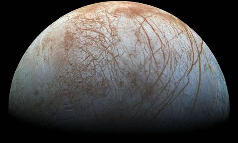 NASA: Ο υπόγειος ωκεανός στο δορυφόρο Ευρώπη του Δία θα μπορούσε να φιλοξενεί ζωή