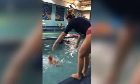 Χαμός στο διαδίκτυο: Εκπαιδεύτρια κολύμβησης πετά μωρό σε πισίνα