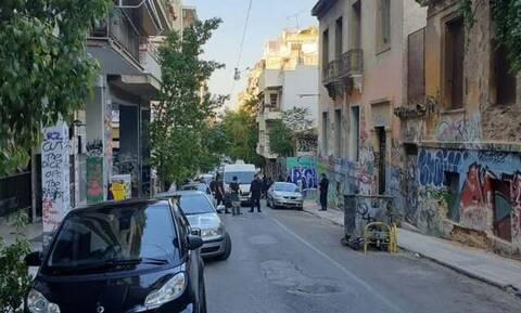 Αστυνομική επιχείρηση σε υπό κατάληψη κτήρια στα Εξάρχεια - Τι βρέθηκε
