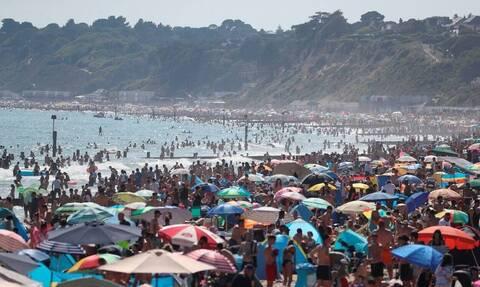 «Θα κλείσουμε τις παραλίες αν συνεχιστεί το χάος»: Συναγερμός στη Βρετανία