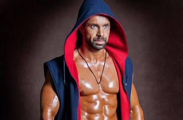Ιερέας bodybuilder: Κορμί που θα ζήλευε και ο… Σβαρτζενέγκερ (pics) - Newsbomb - Ειδησεις