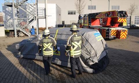Αυτή η κουκούλα προστατεύει τα ηλεκτρικά αυτοκίνητα από πυρκαγιές