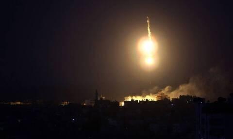 Ισραηλινά αεροπορικά πλήγματα στη Γάζα μετά τις εκτοξεύσεις ρουκετών