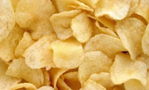 Ξέρεις γιατί ανακαλύφθηκαν τα πατατάκια; Αυτός είναι ο τρελός λόγος! (vid)